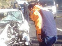Öğrenci servisiyle otomobil çarpıştı: 1 ölü, 22 yaralı