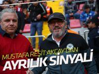 Konyaspor'da, Mustafa Reşit Akçay'dan 'ayrılık' sinyali