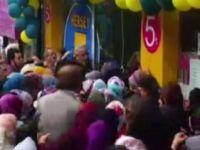 Fatih'te bir mağazada yapılan indirim izdihama yol açtı