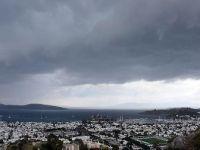 Meteorolojiden 4 il için kuvvetli sağanak ve fırtına uyarısıv