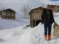 Kar nedeniyle mahsur kalan köpek kurtarıldı