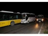Zeytinburnu'nda servis aracı otobüse çarptı: 8 yaralı