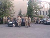 Darbeciler yaralı sivile saldırmış
