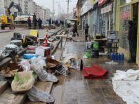 Şebeke borusu patladı, dükkanlar sular altında kaldı