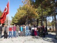 Lise öğrencilerinden Şehit Halisdemir'in kabrine ziyaret
