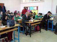 Akşehir'de aileler çocuklarıyla birlikte kitap okudu