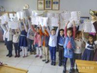 Atatürk İlkokulu'nda karne sevinci