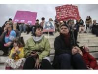 """Yunanistan'da """"Kadınlar Yürüyüşü"""""""