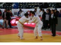 Judoda 2 altın 1 gümüş madalya