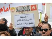 Tunus'ta akademisyenlerden protesto