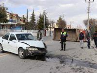Otomobille Kamyonet Kafa Kafaya Çarpıştı: 2 Yaralı