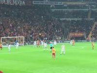 Galatasaray maçında ünlü spikere saldırı!