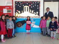 Öğrenciler harçlıklarını Mehmetçiğe gönderdi