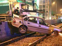 Freni Tutmayan Otomobil Tramvay Yoluna Düştü
