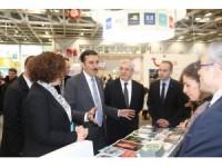 Bakan Tüfenkci Dünya Turizm Fuarı'nı ziyaret etti