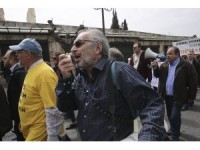 Yunanistan'da çok çocuklu ailelerden protesto