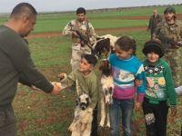 ÖSO, Afrin'deki çocuklara tatlı dağıttı
