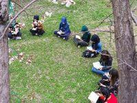 Doğada kitap okuyup teknoloji bağımlığına dikkati çekiyorlar
