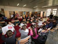 Beyşehir'de anaokulu öğrencilerine kütüphane gezisi