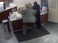 Başörtülü genç kıza hastanede vahşi saldırı! / VİDEO