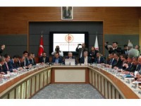 AK Parti ve MHP'nin ortak seçim önergesi komisyonda