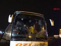 Yolcu Otobüsü Şarampole Düştü 18 Yaralı