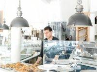 FETÖ'cü Hakan Şükür, ABD'deki Pastanesinde İlk Kez Görüntülendi