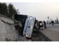 GÜNCELLEME - Kütahya'da yolcu otobüsü devrildi: 1 ölü, 16 yaralı