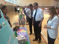 Başkan Hançerli öğrencilerin düzenlediği bilim sergilerini ziyaret etti