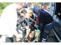 GÜNCELLEME - Minibüs iş makinesine çarptı: 10 yaralı