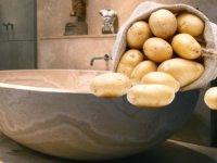 Otel odasında patates banyosu karakolda bitti!