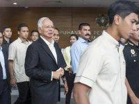 Malezya'da eski başbakan Rezak'ın evlerinden 28,6 milyon dolar çıktı