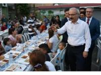 Bakan Elvan Mersin'de vatandaşlarla iftar yaptı