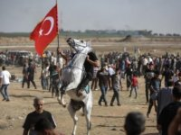 Filistin'de Türk bayrağını böyle taşıdılar!