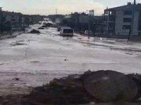 Konya'da Sağanak Yağmur Etkili Oldu, Yollar Gölete Döndü