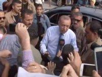 Erdoğan aracını durdurup vatandaşları selamladı