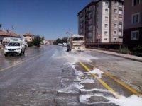 Caddeler sabunlu su ile yıkanıyor