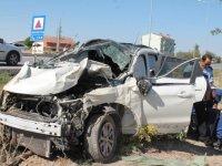 Lastiği Patlayan Otomobil Takla Attı: 1'i Ağır 4 Yaralı