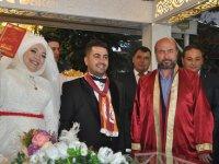 Arı ve Geçgel ailesinin düğün mutluluğu