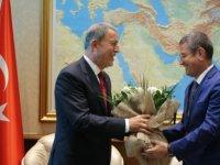 Milli Savunma Bakanı Hulusi Akar görevini devraldı!