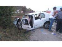Bolu'da otomobil ile kamyonet çarpıştı: 2 ölü, 6 yaralı