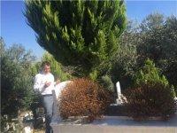 Bakan Pakdemirli, babası ve ablasının kabrini ziyaret etti