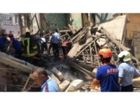 GÜNCELLEME - Mersin'de kullanılmayan bir bina çöktü