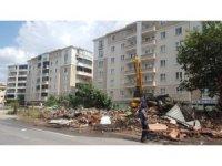 Bursa'da trafik akışını olumsuz etkileyen binalar yıkılıyor