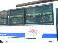 Adnan Oktar ve 'kedicikler'i otobüslerle cezaevine nakledild