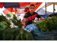 İsrail'in yaraladığı Filistinli genç koltuk değneğiyle geçim mücadelesi veriyor