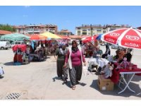Beyşehirli kadınların anneler pazarında ilk mesaisi