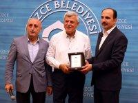 Başkan Karaosmanoğlu'ndan Altay'a ödül
