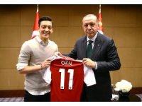 """Mesut Özil: """"Ne olursa olsun o fotoğrafı çektirirdim"""""""