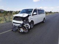 Minibüsle motosiklet çarpıştı: 2 ölü